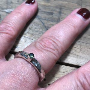 FJORDGLIMT | Ring med ædelsten